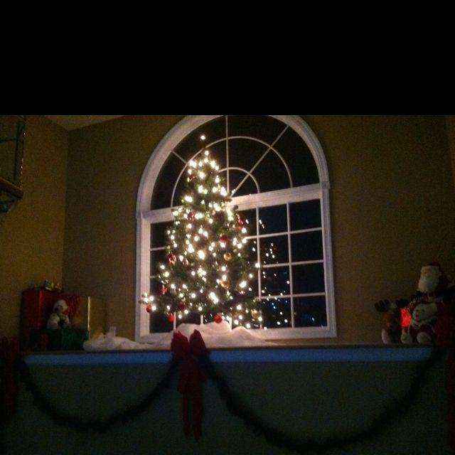 Sample Christmas Tree Decorating Ideas: Christmas Decorations On Entry Ledge