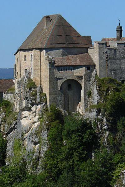 chateau-de-joux Franche Comté Photo Wikipedia Commons Auteur : A.Louvrier License BY SA.