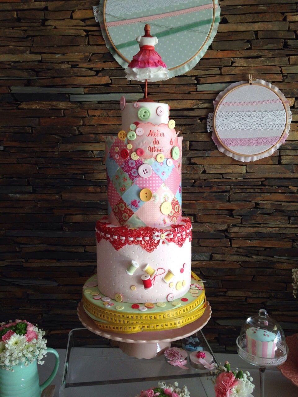 My daughter´s 6th birthday cake - Sewing/Fashion Show theme. Amazing! Decor and cake by Lima Limão Bolo 6 anos minha filha - tema Costura/ Fashion Show.  Decoração e bolo de Lima Limão