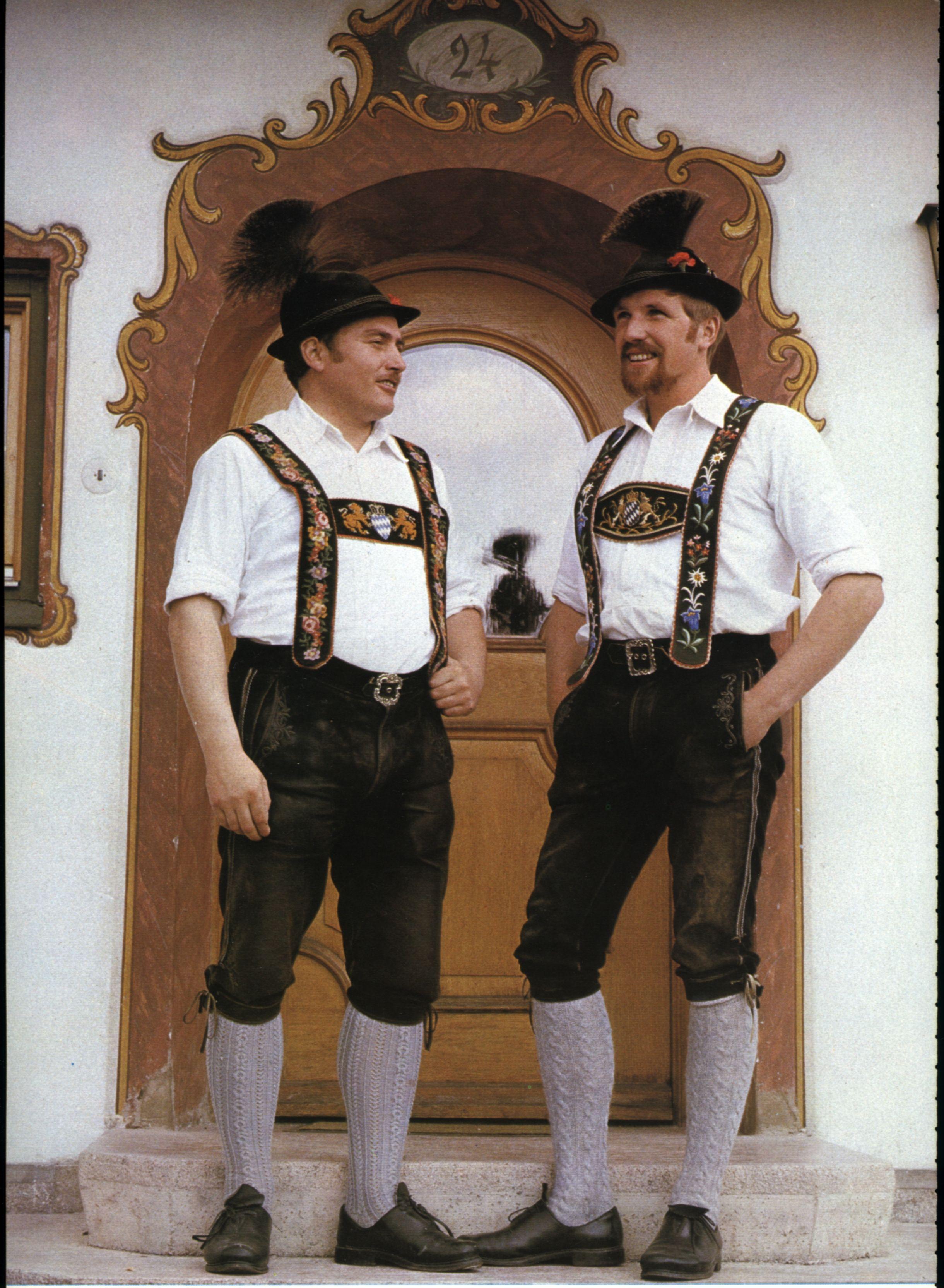 Zwei Männer in Werdenfelser Tracht | Trachten lederhose