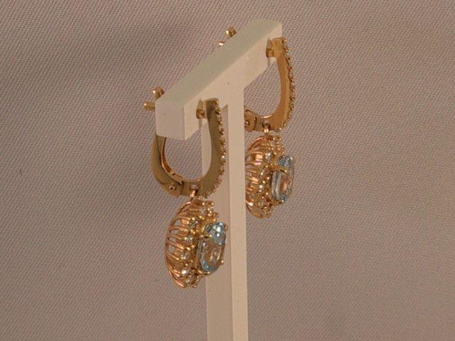 Roodgouden rozet oorhangers met blauwe topaz en diamant
