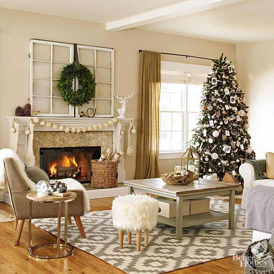 28 Gorgeous Real Life Christmas Living Rooms Christmas Living Rooms Casual Living Room Decor Christmas Decorations Living Room