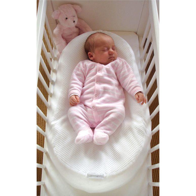 Cocoonababy ha sido desarrollado en medio hospitalario. Para uso exclusivo en el suelo, cuna o cama. Su banda ventral proporciona una mayor seguridad para el bebe. Cómpralo en: http://www.ninosbebe.com/tienda/Canastilla/Cocoonababy/Cocoonababy.html#cont