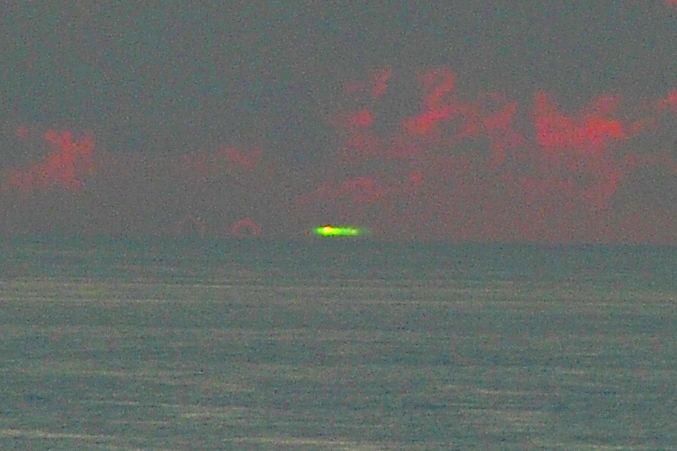 奄美大島でグリーンフラッシュ 緑色の太陽 鮮やか アマチュアカメラマン撮影 南海日日新聞 yahoo ニュース scenery st elmos fire optical phenomena