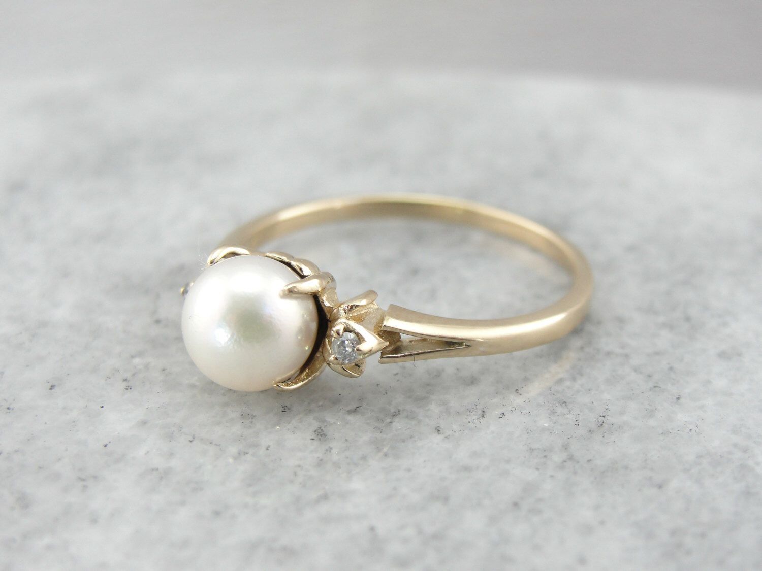 Vintage Pearl And Diamond Ring In Yellow Gold Qx8davr