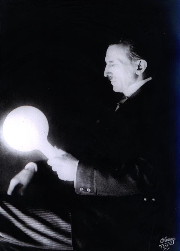 Nikola Tesla Wireless Light Bulb