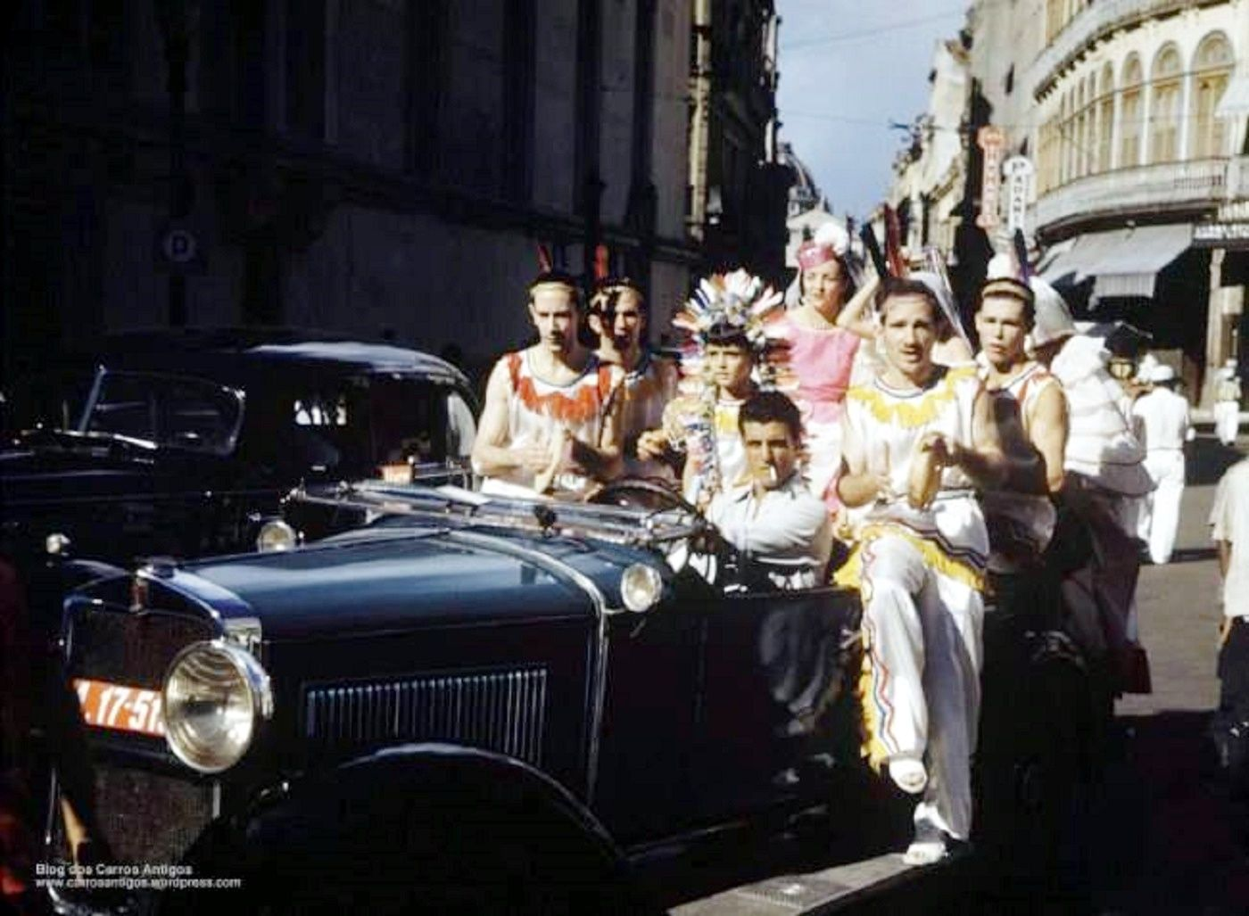 Carnaval na Glória na década de 30.  https://www.facebook.com/zonasulmemorias/photos/a.302815653159074.67909.296963573744282/752571228183512/?type=1&theater