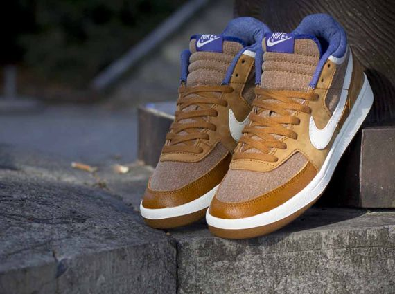 brand new 39487 20312 Nike Challenge Court Mid VNTG Ale BrownDeep Royal Blue sneaker