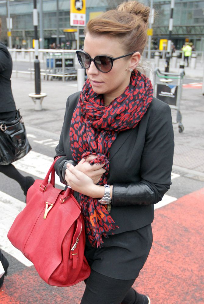 0a6ec1ea4883 Coleen Rooney with Yves Saint Laurent Cabas Chyc Tote