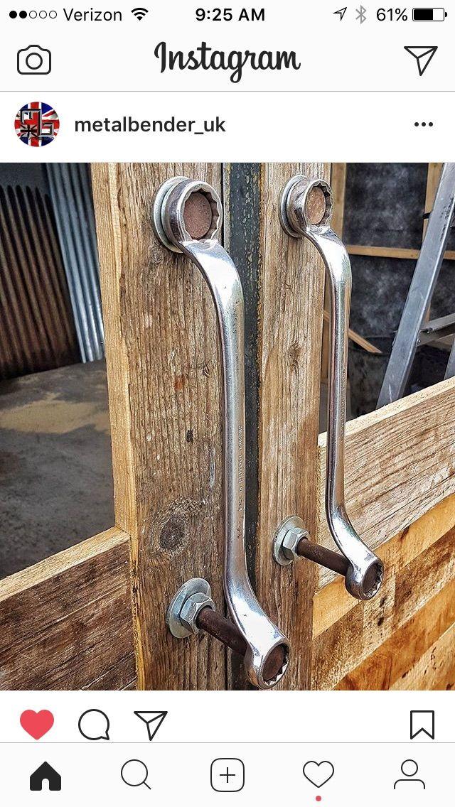 Des poignées de porte avec des clés de mécanique diy deco