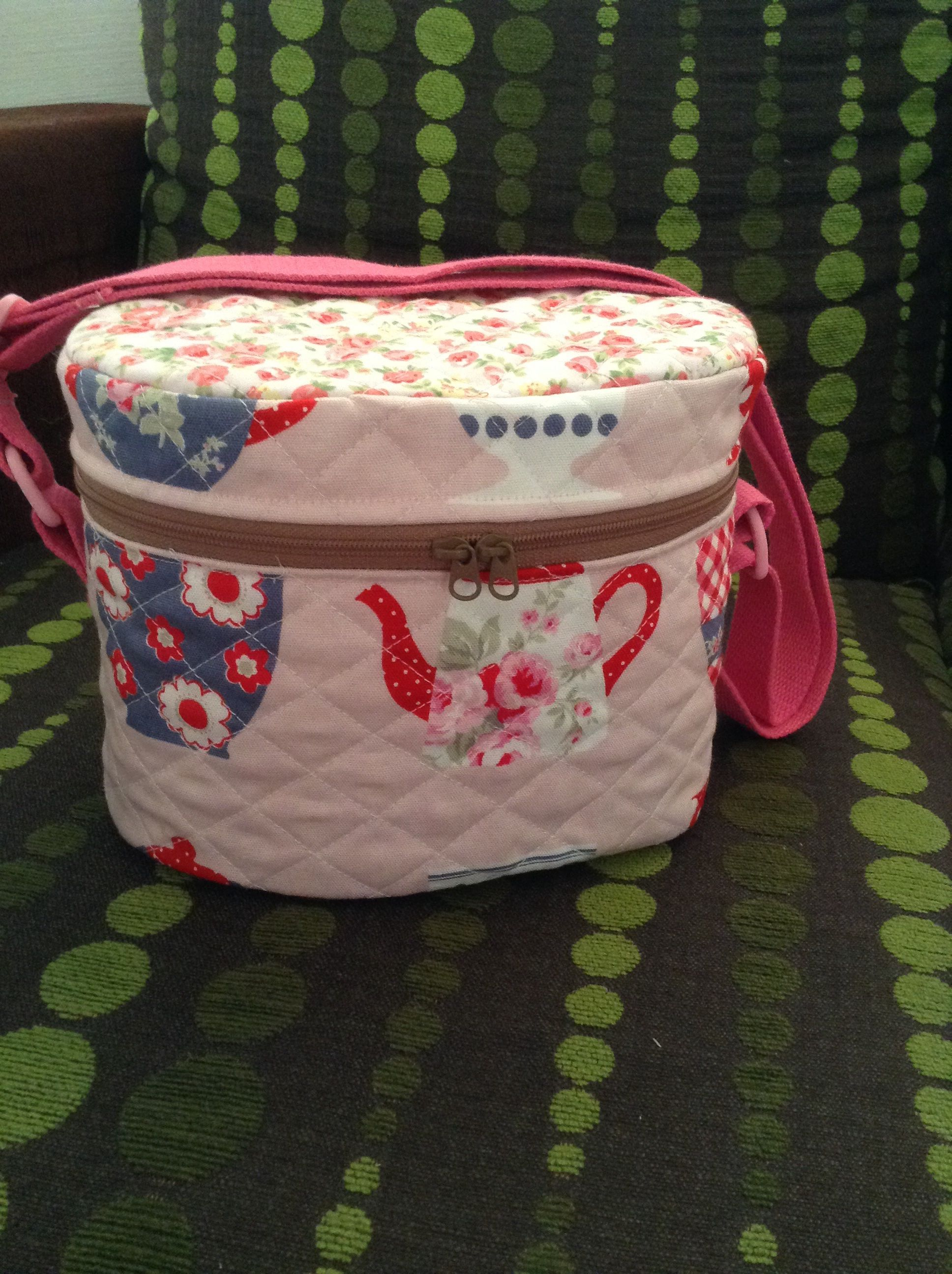 Insulated lunch bag (This bag is insulated with Insul bright. Perfect lunch bag for kids.)