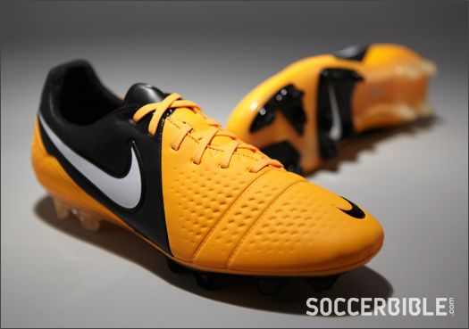 nike ctr360 maestri iii football boots citrus white black