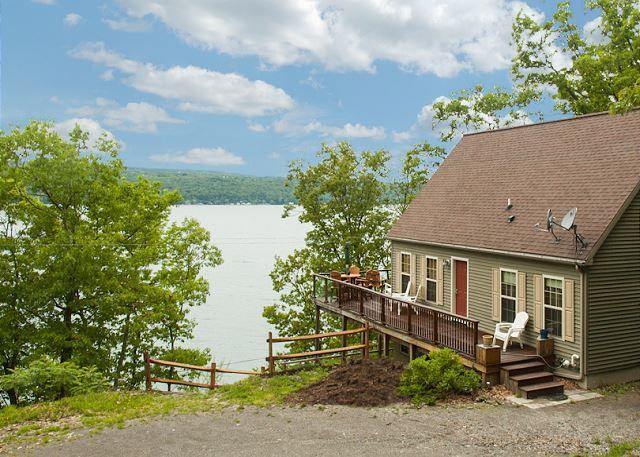 Seneca lake vacation rentals all decked out finger for Seneca lake ny cabins