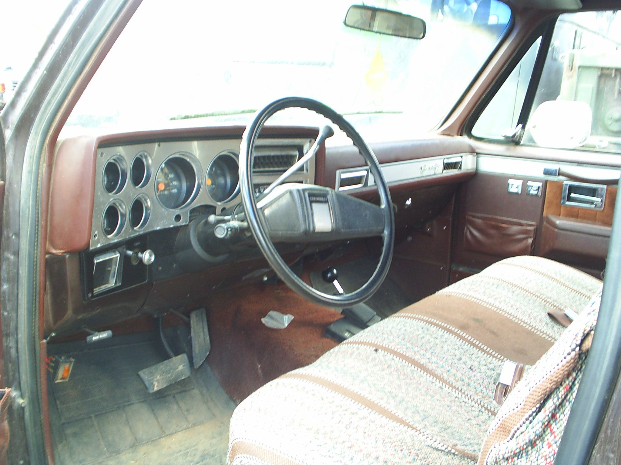 1984 Chevy Silverado Interior This Is Very Similar To The Truck My Dad Had While We Were Farming Truck Interior Chevy Trucks Chevy