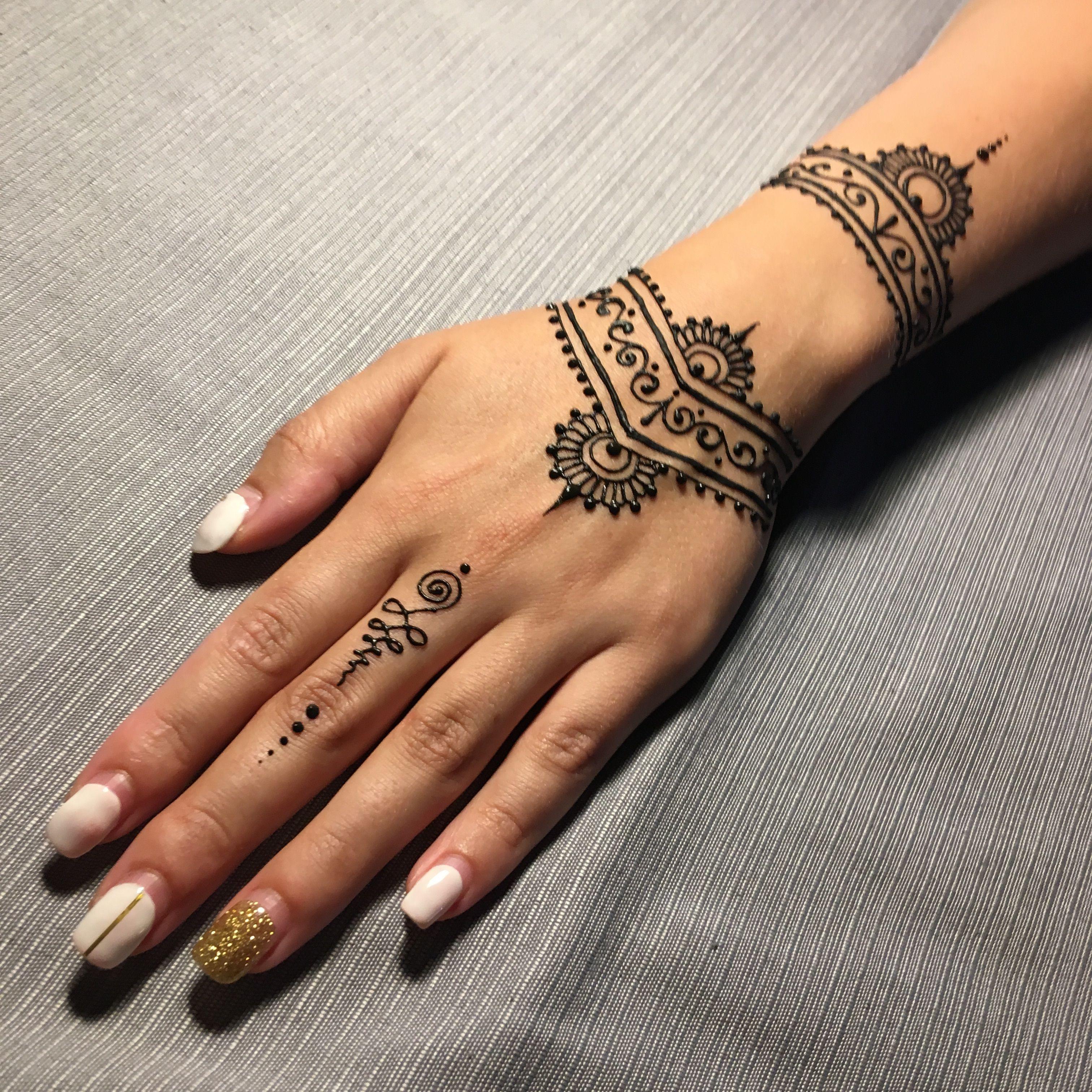 Yuliashmidt Henna Mehendi Hennaart Hennatatoo Mehendi Tatuhnoj Ideimehendi Id Henna Tattoo Designs Simple Henna Tattoo Designs Hand Simple Henna Tattoo