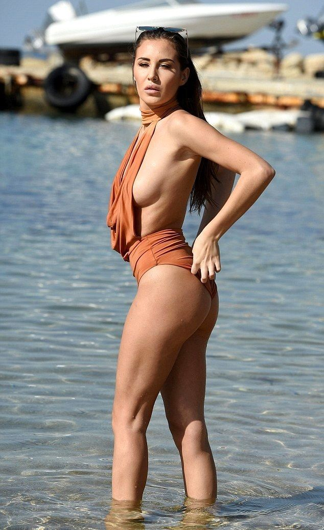 Chloe Goodman Shows Without Bra Hot Figure On Beach Dubai -1120