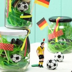 gastgeschenke zur fussball em kindergeburtstag pinte. Black Bedroom Furniture Sets. Home Design Ideas