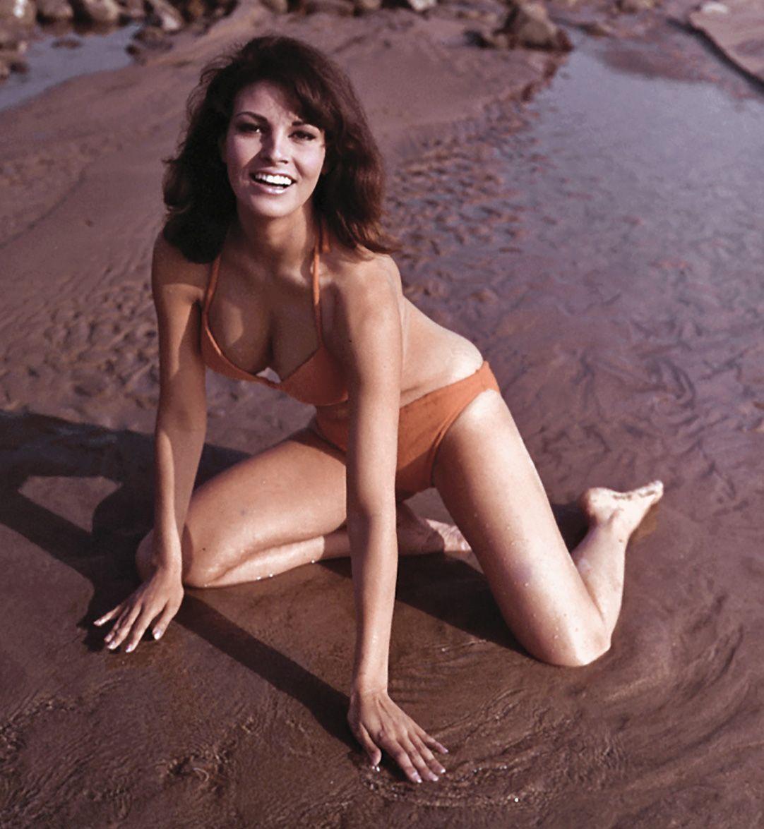 Raquel Welch Bikini 1960s Stars Sea Beach Boats