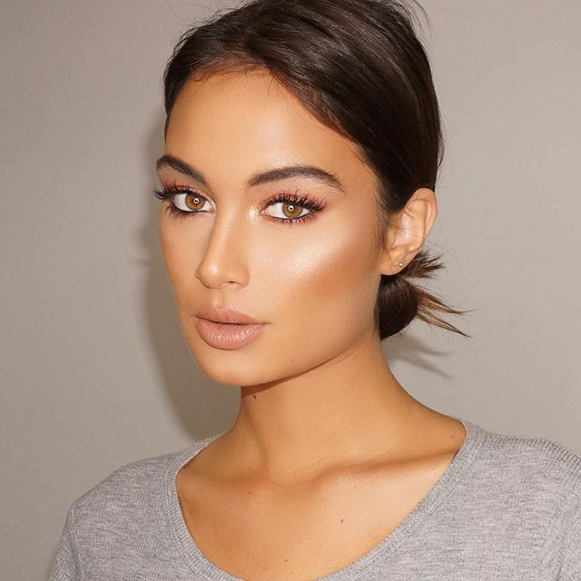 Loving the new @lauramercier candlelight foundation immediately became my new favorite. Gives the ...