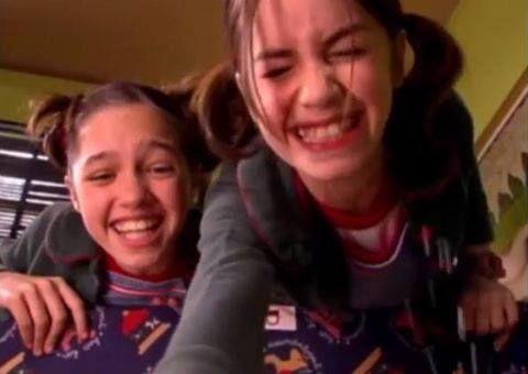 """Esta imagen no es de Casi Ángeles, es de Rincón de Luz. Pero como ambas chicas salían en CA, entonces la subo para que tengáis nostalgia ejejjeje :P Cande Vetrano y Mariana """"Lali"""" Espósito!!! Siempre igual de guapas ellas!!! <3 <3 IDOLAAAAS!!!!!"""
