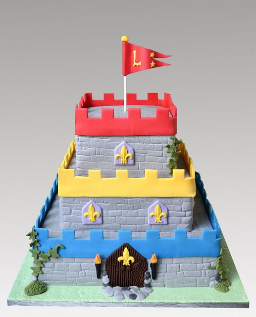 Awe Inspiring Castle Cake With Images Castle Birthday Cakes Castle Cake Funny Birthday Cards Online Eattedamsfinfo