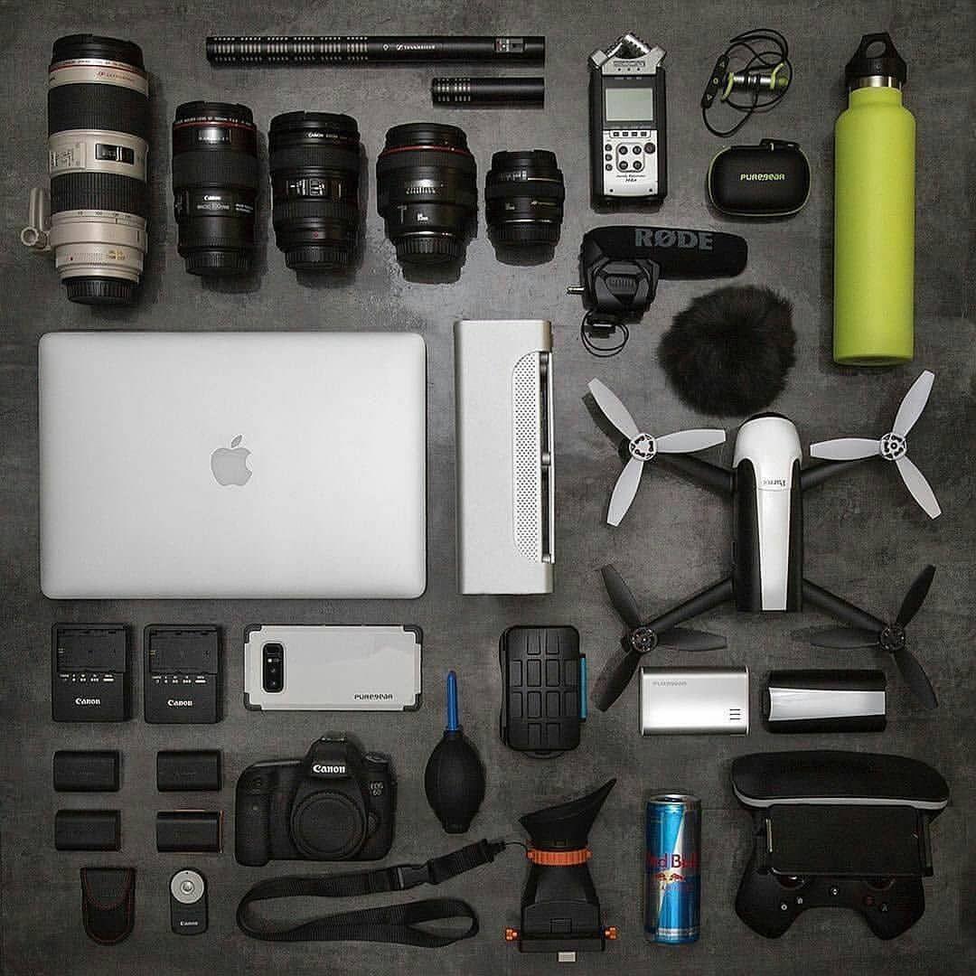 """583 Gostos, 4 Comentários - Camera Setups (@camera_setups) no Instagram: """" @puregear ・・・ Artistic Arsenal. . . . #apple #canon #camera #drone #redbull #flatlay #videography…"""""""