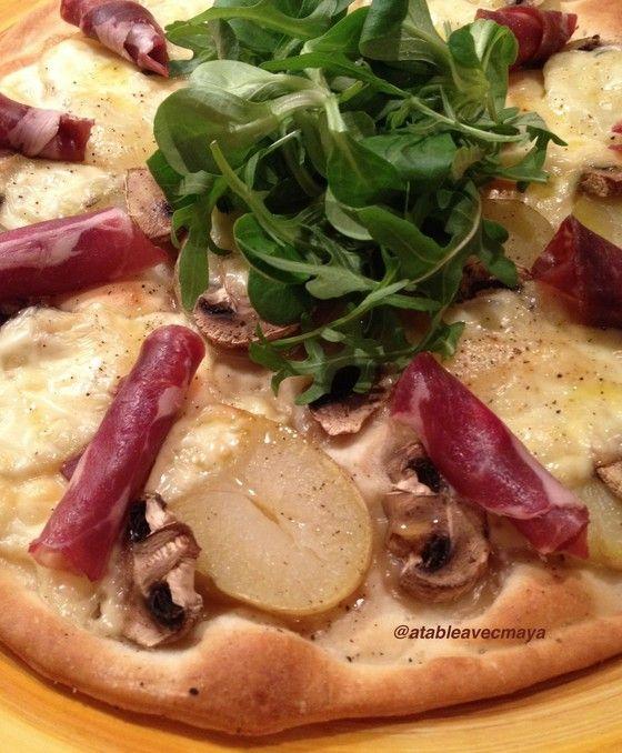 Délicieuse pizza comme une raclette:  http://www.atableavecmaya.com/recettes/pizza-comme-une-raclette/