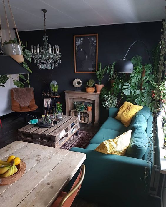 Black is daring when used in decoration. As a basic black ...  - DIY Deco Projects -   # #schwarzewände
