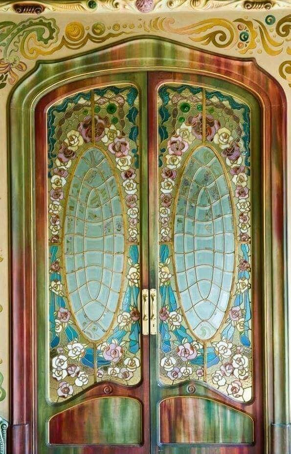 Catalan art -nouveau. Casa Comalat