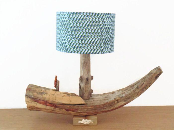 lampe en bois flotté bateau abat jour motif plumes rond mod¨le