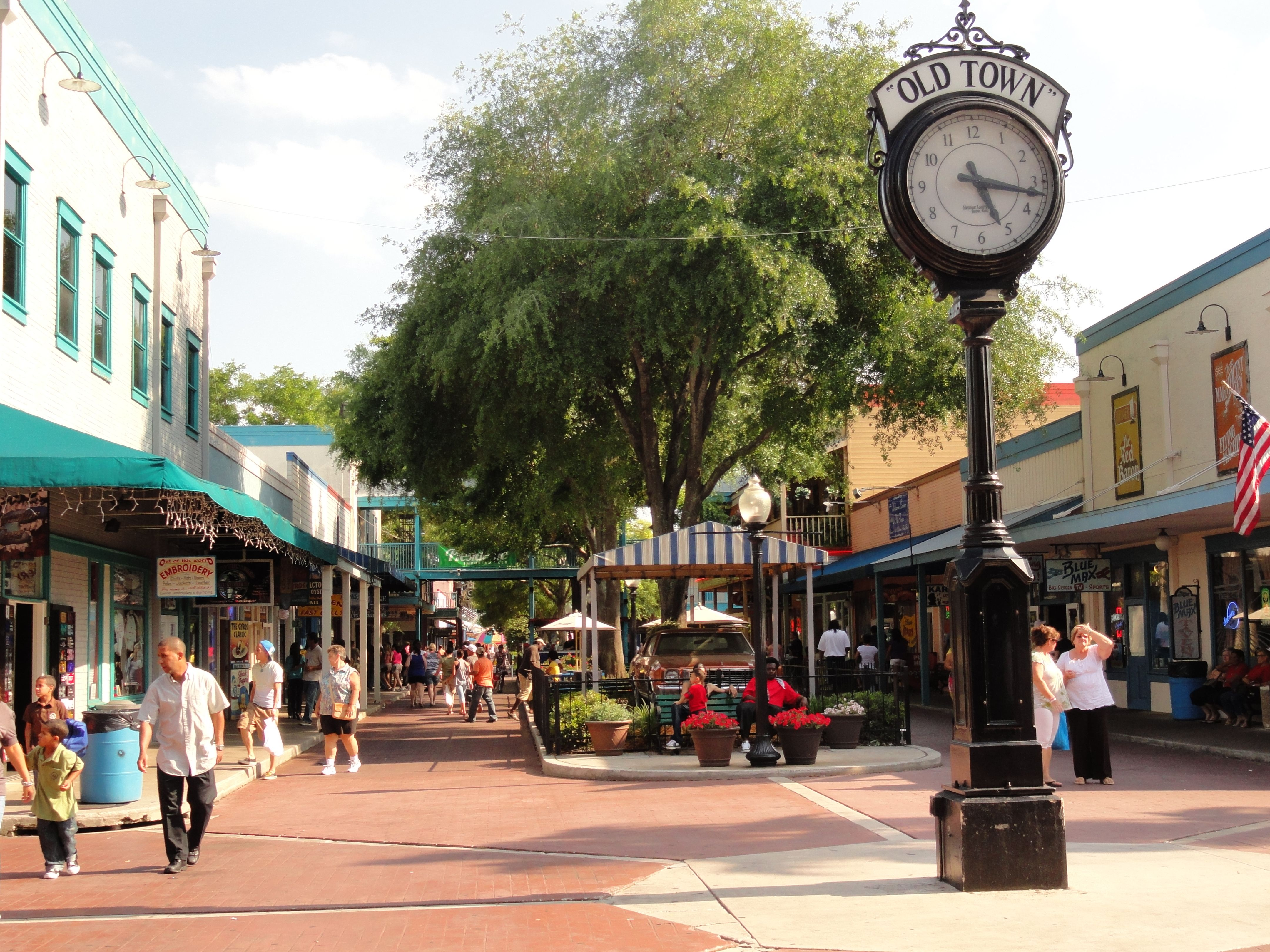 Old Town In Kissimmee Florida Is Not A Real But Replica Of Small Streets With Specialty S Pubs And Restaurants There Are Also Amut
