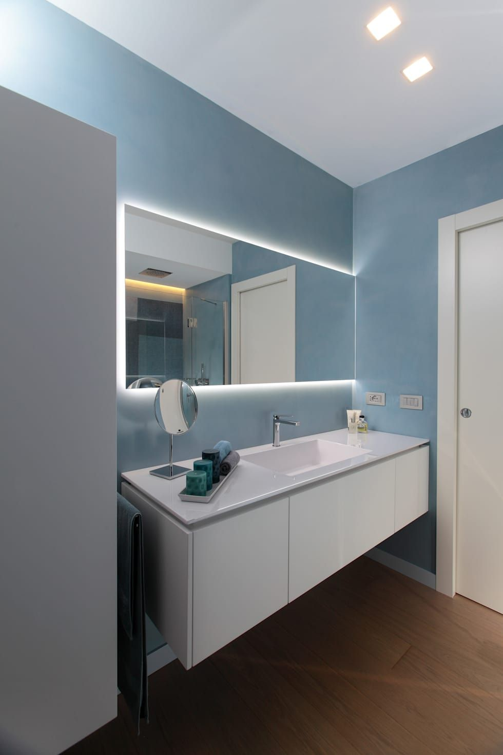 37 bagni moderni piccoli per ispirarti sanitario bagni for Mobiletti piccoli da bagno