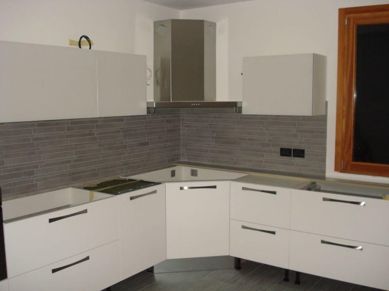Mattonelle cucina idee per la casa pinterest grigio bagni e google - Rivestimento piano cucina ...