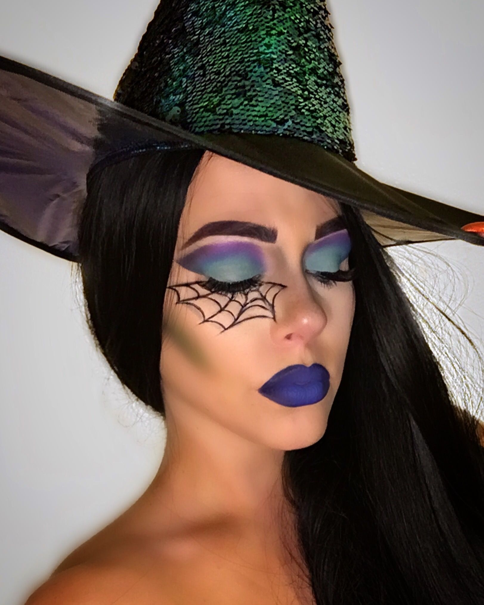 13 Witch Makeup Looks Bewitching It Girls Are Wearing This Halloween I Am Co Halloween Makeup Witch Halloween Makeup Pretty Cute Halloween Makeup