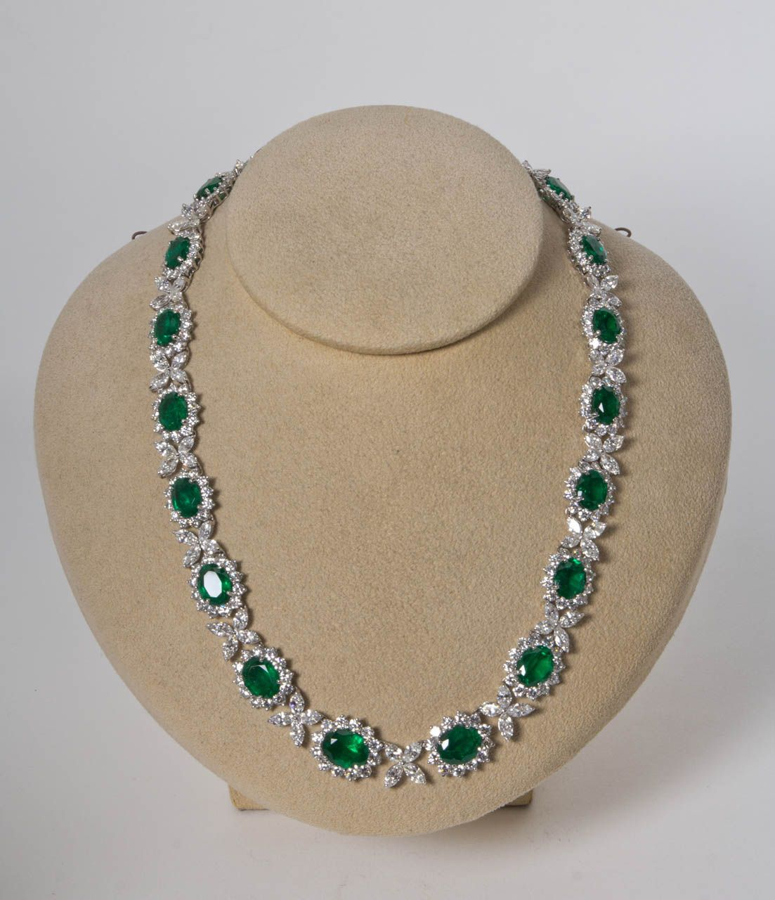 Vinitage Choker Necklaces - 2,322 For Sale at 1std