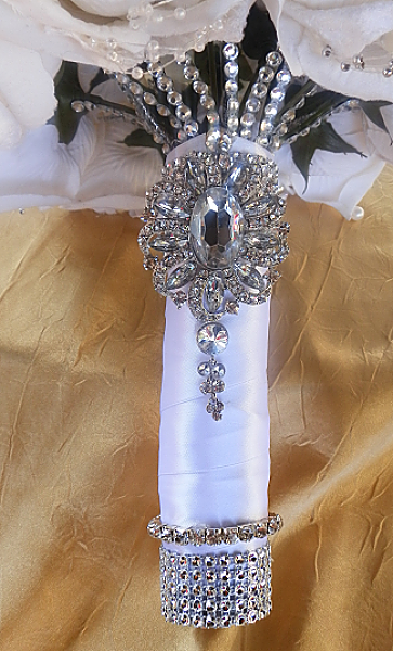 glamorous brooch bouquet   custom-made bridal brooch bouquets. Find custom wedding brooch bouquets perfect for any wedding vintage bridal brooch bouquets