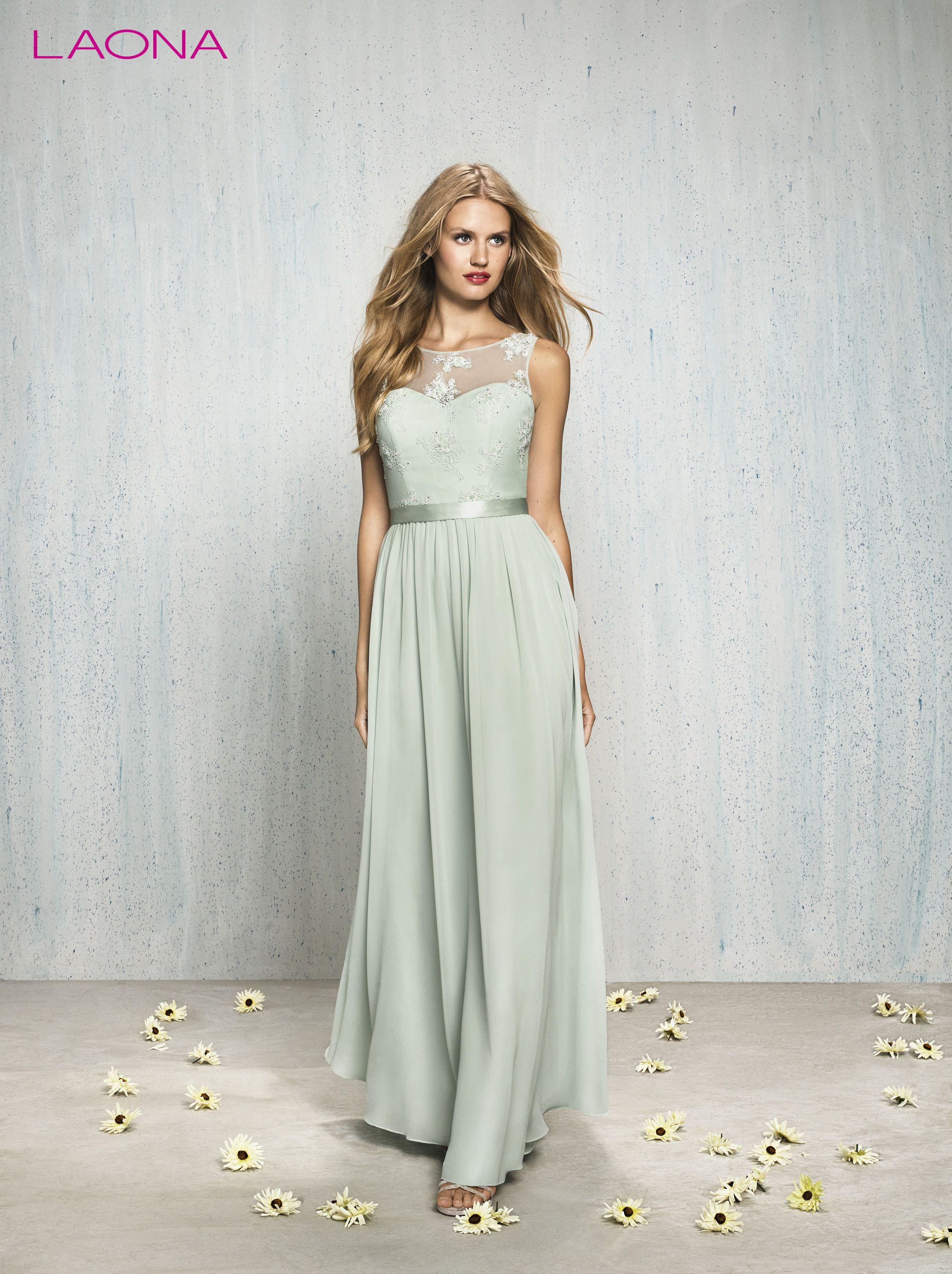 Langes mintfarbenes Abendkleid von #LAONA mit Spitze  Glamouröse