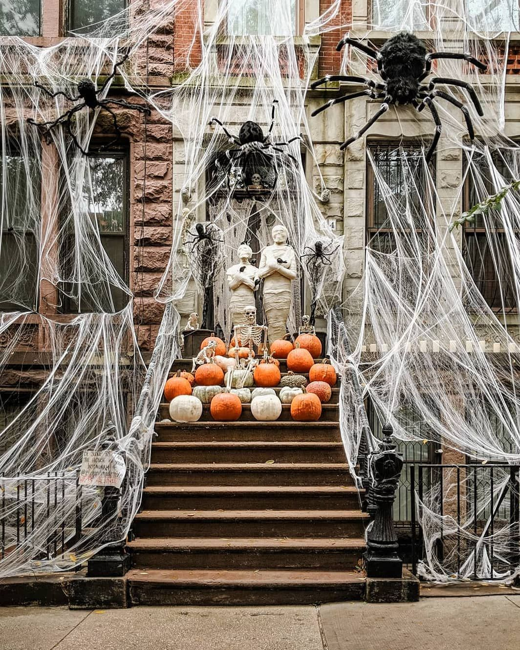 New Yorkers Go All Out Fun Halloween Decor Halloween