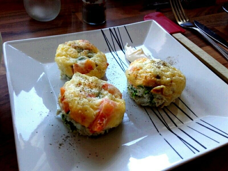 Egg Muffins with cheese, peppers & Spinach