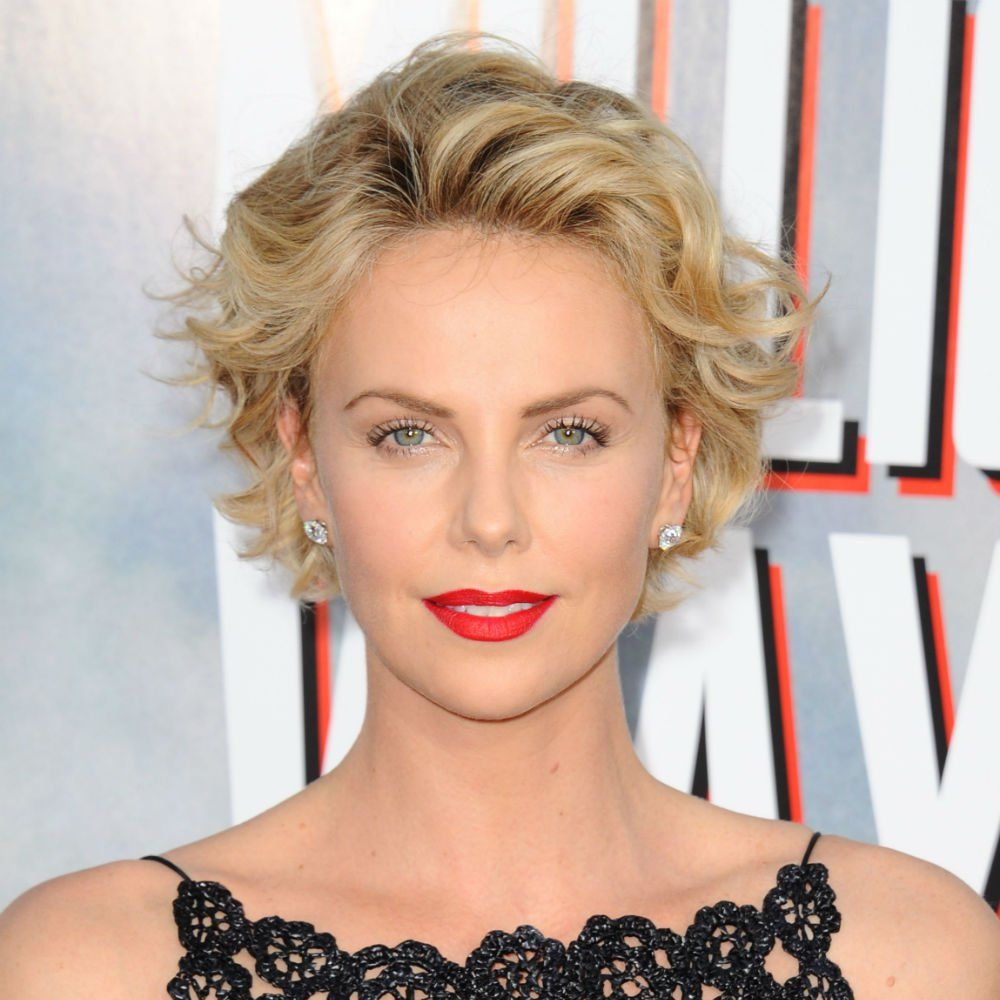 18++ Charlize theron coiffure courte des idees