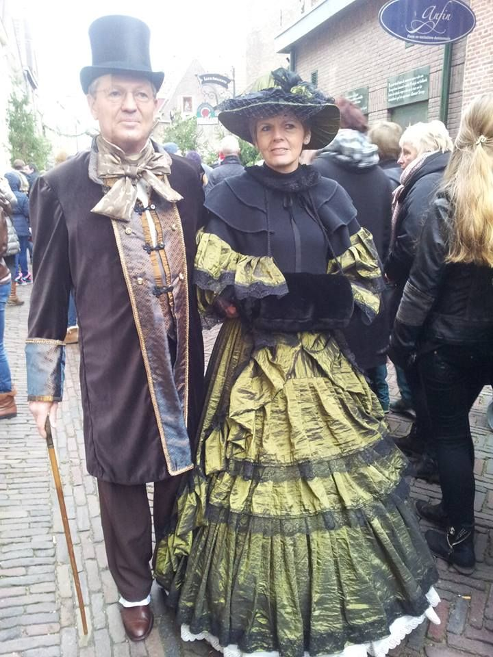 19 century characters from charles dickens' book come to deventer