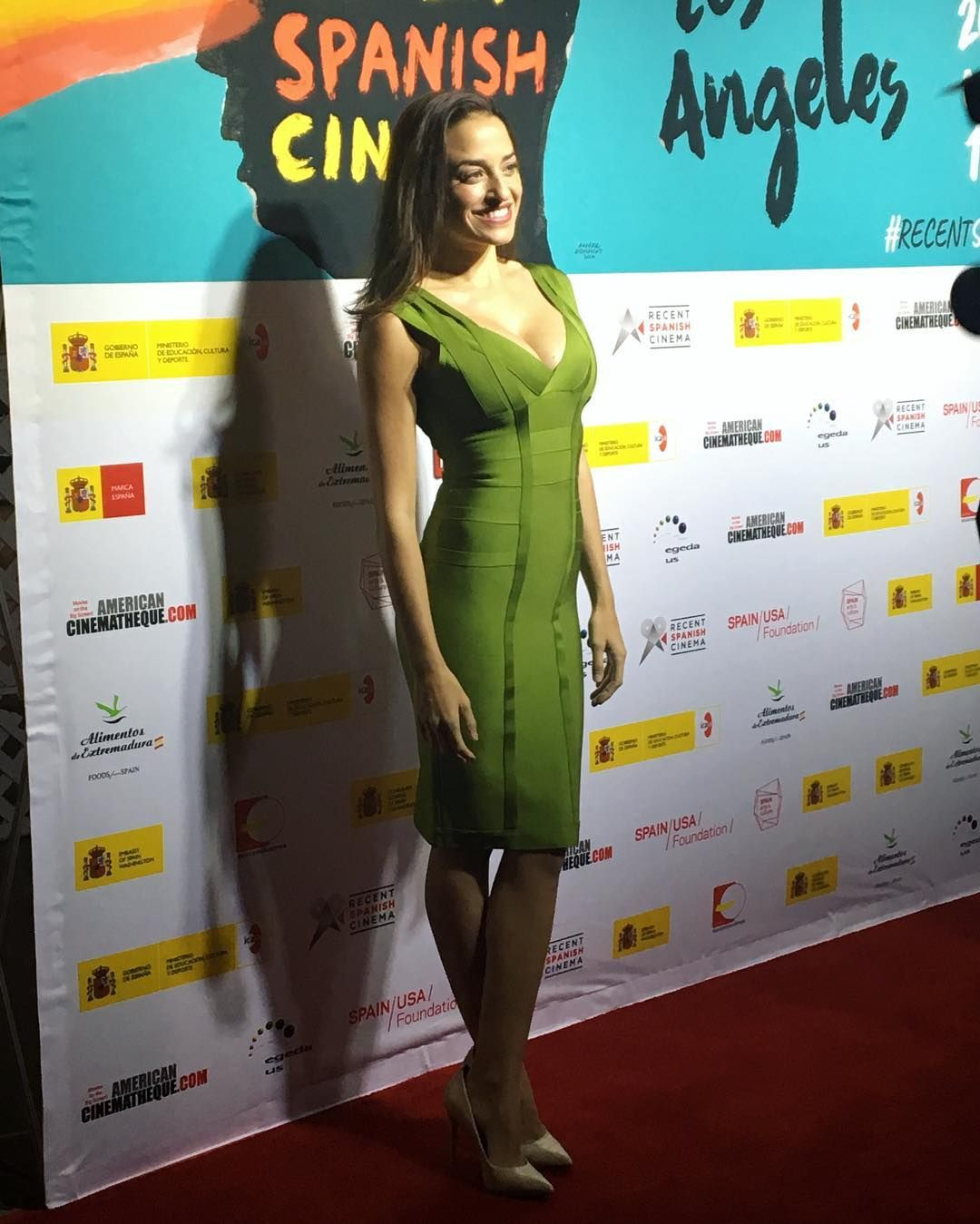 Red Carpet at the @recentspanishcinemala  . Dress from @fashionmiamistyles305  Vestido de @fashionmiamistyles305 . . #redcarpet #night #festival #losangeles #california #hollywood #spanish #night #photocall