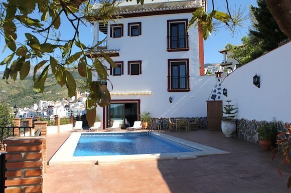M laga canillas de albaida alquiler de villa la plaza 7 for Casa rural 2 personas piscina privada