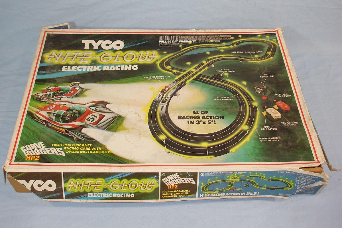 Tyco Night Glow Electric Racing Curve Huggers Hp2 Slot Car Track Set 6610 Box Jpg 1 200 800 Pixels Slot Car Racing Sets Slot Car Tracks Tyco Slot Cars