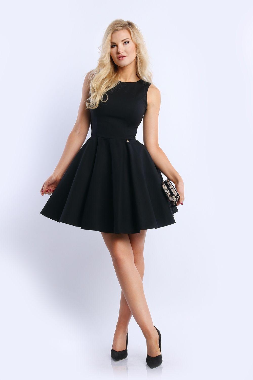 15884f83d2 Czarna piękna sukienka z rozkloszowanym dołem. Sukienka bez rękawków na grubych  ramiączkach.