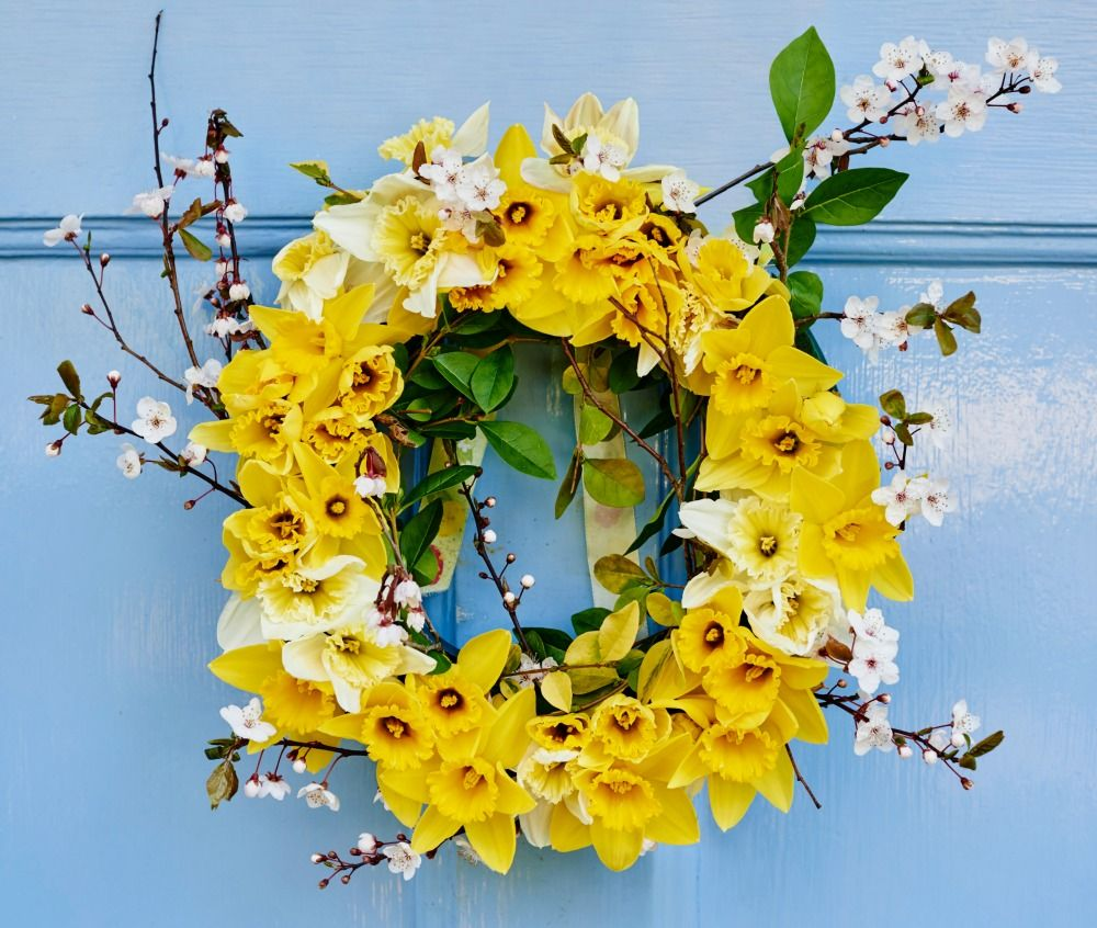 How to make a daffodil wreath more easter ideas how to make a daffodil wreath izmirmasajfo Images