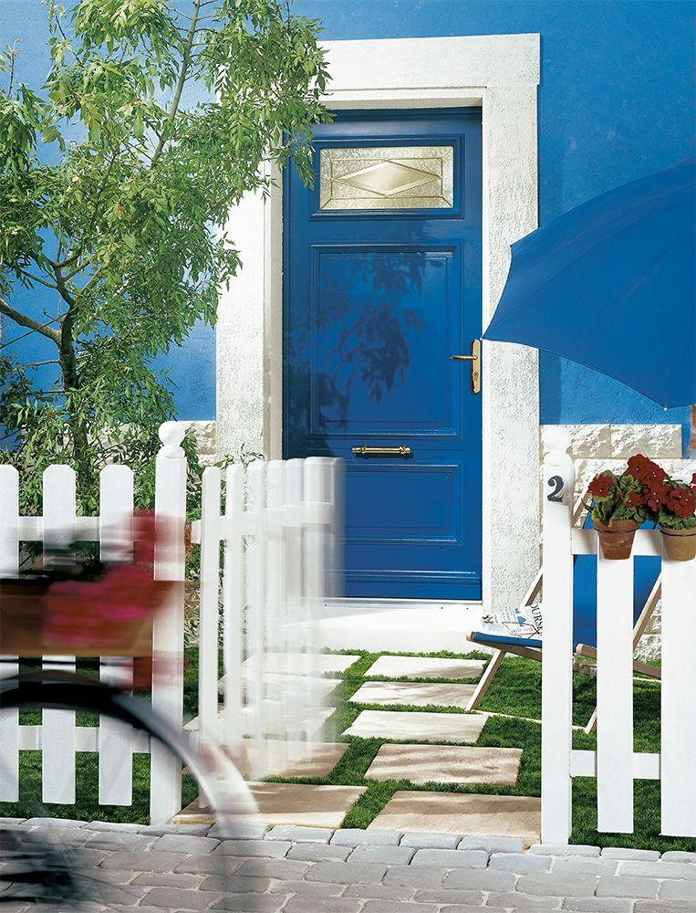 Porte D'Entrée Bois Classique Petit Vitrage Vitrail Laiton Dans Une