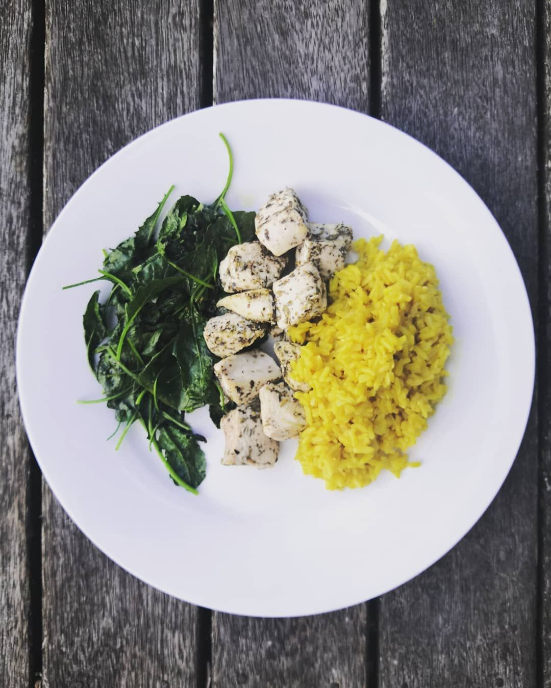 THIS MEAL WAS TAKEN FROM MY F45 MEAL PLAN Free range chicken, flavoured with Italian herbs 🐔 Brown rice, flavoured with curry powder 🍴 Sautéed kale with sea salt and pepper 🥬 @f45_training_howick