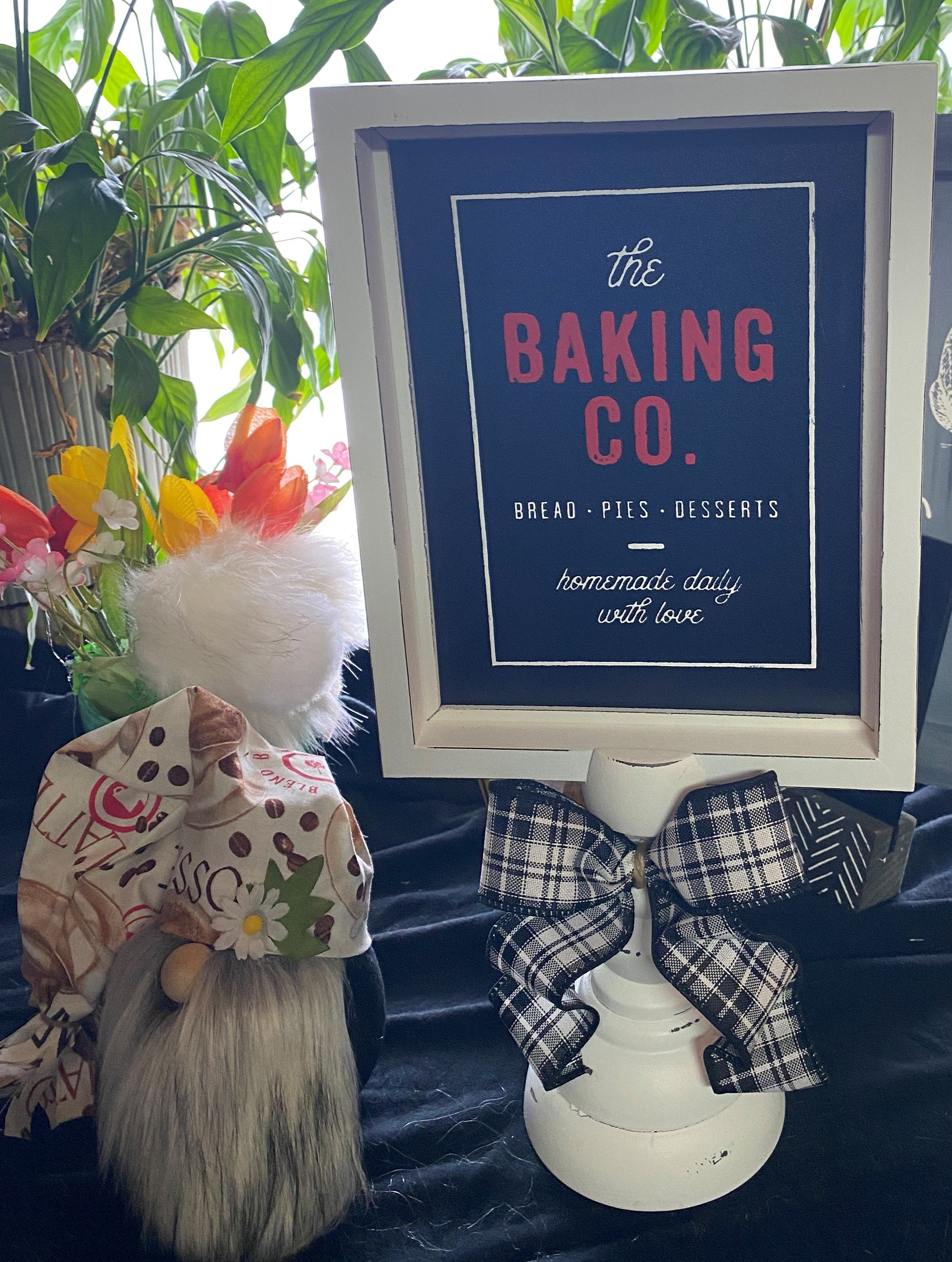Beautiful Piller stand and board. Done in White and Red Chalk paste using tranfer Baking co. Timmed in Black and white plaid ribbon. #buyhandmade, #askmehow, #handmadewithlove,#chalkcouture, #mandmsouthwindgeneral,#kitchendecor