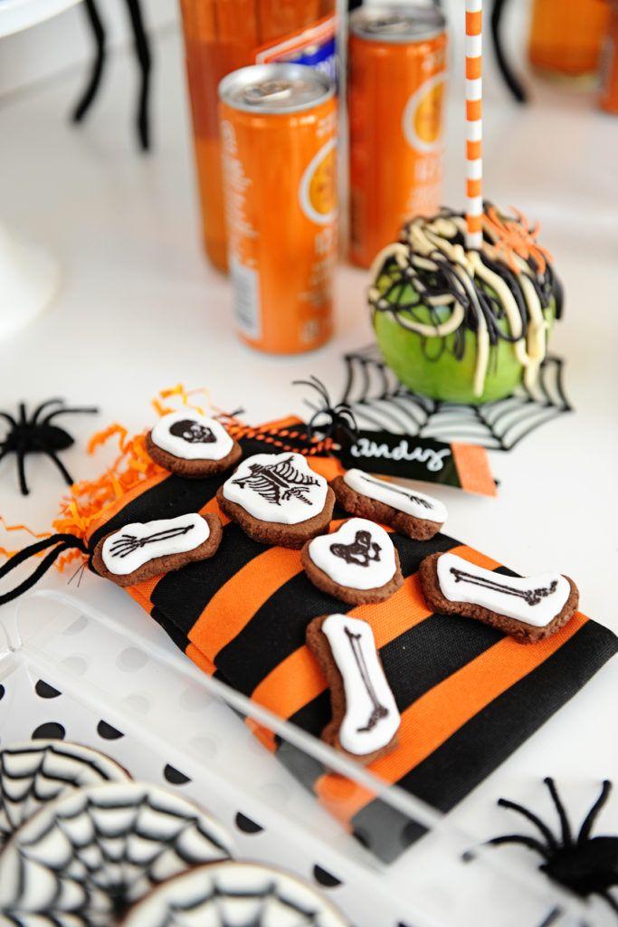 Modern Spider Themed Halloween Party Halloween parties, Spider and - fun halloween party ideas